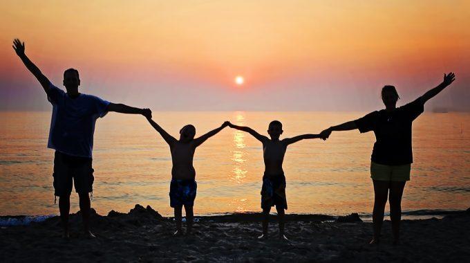 Mi Gremo Pa Na Morje …